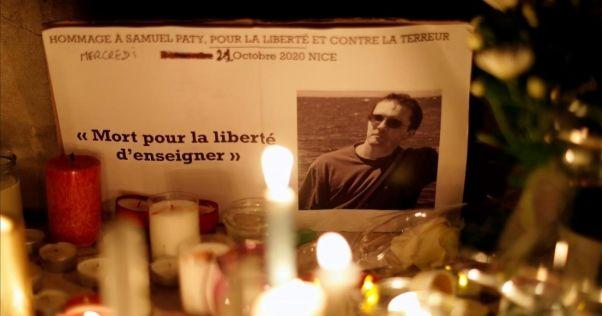 Homenaje a Samuel Paty: Izada de Bandera