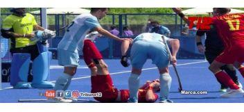 ¡Lamentable! Un jugador argentino golpea con el stick a un jugador español