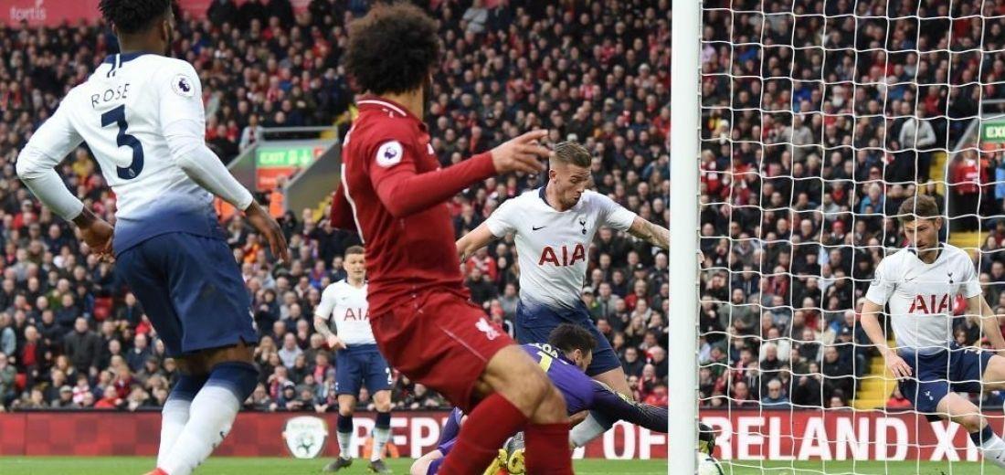 Liga Premier: Con carambola de Salah, Liverpool vence al Tottenham 2 x 1  y sigue en la Pelea por el Título.