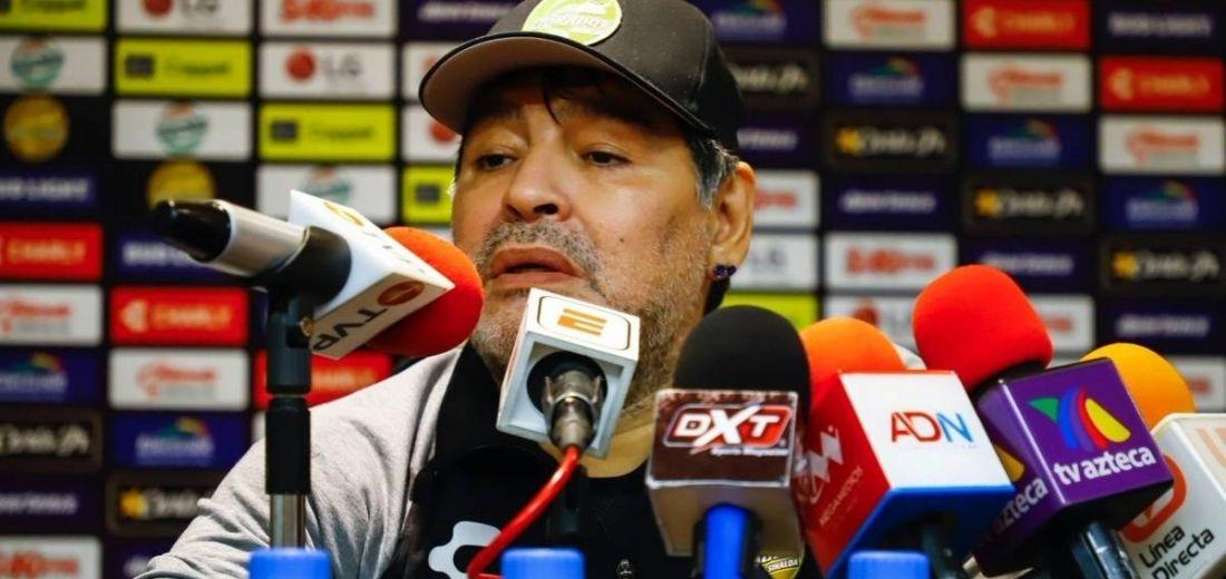 FMF Inicia investigación contra Diego Maradona DT de Dorados,  por declaraciones politicas en rueda de Prensa