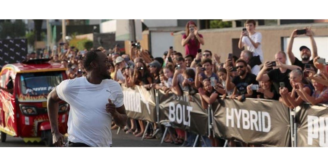 Usain Bolt vence a una mototaxi en carrera de exhibición en Perú