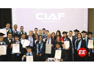 Universidad para Cuba graduó sus primeros becados