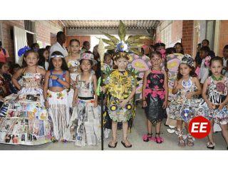 Estudiantes exhibieron disfraces ecológicos
